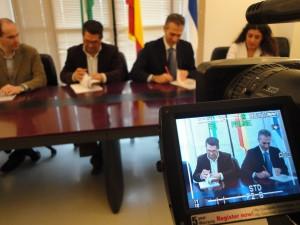 El Ayuntamiento firma un convenio con Vodafone para los servicios de comunicación del consistorio que supondrá un ahorro del 50%