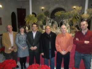 Belenistas y Ayuntamiento realizan un Belén conjunto con motivo del décimo aniversario de la asociación