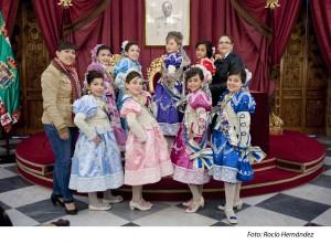 Las damas infantiles visitan la Diputación Provincial y asisten a una sesión infantil del concurso del Falla