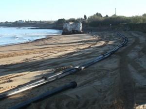 Comienza la transferencia de arena del dragado de la bocana de Puerto Chipiona a la costa de Micaela