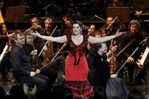 Sensacional Erika Leiva en el concierto de feria del Teatro Maestranza con la orquesta sinfónica de Sevilla