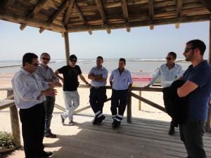 Antonio Peña supervisa los trabajos de Playas en la recuperación del cordón dunar