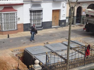 Comienza la instalación de seis nuevos contenedores soterrados en la Plaza de Andalucía