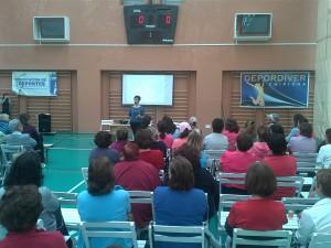 Más de un centenar de mujeres participan en una charla sobre el mantenimiento del suelo pélvico en la mujer