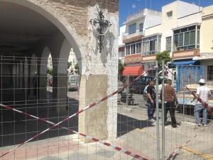 Comienza la reparación de la cubierta exterior del mercado municipal de abastos
