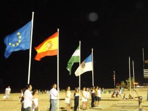 La noche de San Juan fue precedida de la izada oficial de banderas de las playas de Chipiona