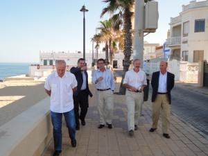 El paseo Costa de la Luz luce este verano su nueva imagen tras las obras de remodelación