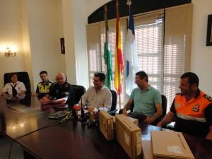 El Ayuntamiento adquiere material de intercomunicación para el personal de playas, protección civil y policía local