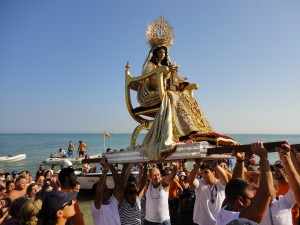 Chipiona vive una jornada especial por el 60 aniversario de la celebración de la procesión de la Virgen del Carmen