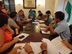 Personal y representantes sindicales acuerdan la propuesta de plantilla municipal para 2013