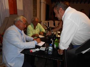 """Los efluvios del Guadalquivir y la manzanilla envuelven la presentación del libro de Fernando Orgambides """"Memoria transitada"""".-"""