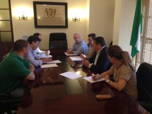 Antonio Sanz se compromete con Ayuntamiento y Coag a seguir trabajando en los problemas de la flor cortada