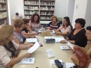 Davinia Valdés participa en la primera sesión del Club de Lectura de la Biblioteca Municipal