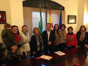 Firmada la declaración por la que Chipiona se convierte en Ciudad solidaria con el Alzheimer