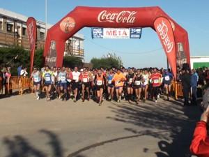 Más de 400 atletas participaron en la X Carrera Popular La Reyerta que se celebró ayer.