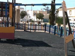 Actos vandálicos destrozan por tercera vez la valla de la plaza Cosme Mellado Caro
