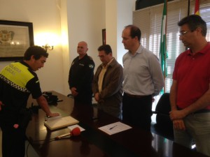 Toma posesión un nuevo policía local que prestará sus servicios en Chipiona en comisión de servicio