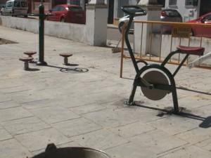 Los mayores de La Alcancía dispondrán de un espacio público con aparatos biosaludables para practicar gimnasia