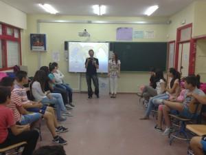 Alumnos del Instituto Salmedina participan en un taller del proyecto Previs que promueven Diputación y la Caixa