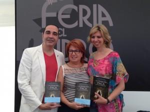 Marina Bernal maestra de ceremonias en la presentación del libro «La princesa Paca» de Rosa Villacastín.