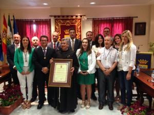 Fray José Ramón Martínez de Tobillas recibió el sábado la distinción como Hijo Adoptivo de Chipiona en un Pleno institucional