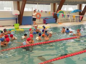 El programa de natación escolar 2013/2014 culmina habiendo duplicado el número de escolares que han participado el mismo