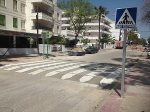 El Ayuntamiento instala pasos de peatones elevados en puntos de la población de especial intensidad de tráfico o peligrosidad