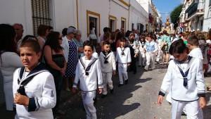 Hermandades, grupos parroquiales y niños y niñas acompañaron al Corpus Christi en su salida procesional