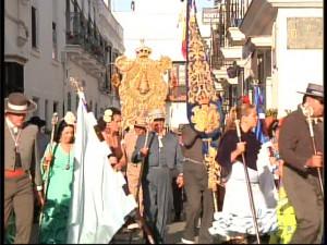 El Simpecado y los romeros de Chipiona ya caminan hacia la aldea almonteña