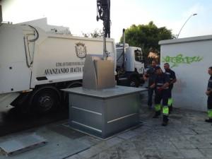 Chipiona se moderniza con el funcionamiento de los veintiún primeros contenedores soterrados
