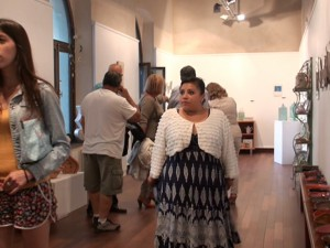 """La muestra colectiva """"Menos es más"""" del grupo ceramista Ayava abre el ciclo de exposiciones de verano en el Castillo de Chipiona"""