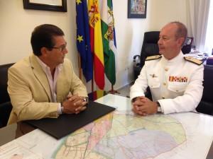 El Alcalde recibe en visita institucional al nuevo Almirante Jefe de la Base Naval de Rota