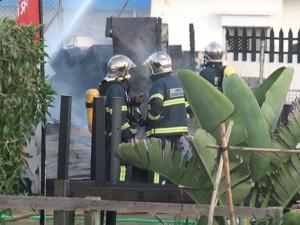 Los bomberos emplearon 20000 litros de agua y cuatro vehículos para el control del incendio del chiringuito