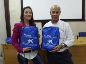 66 Alumnos de Chipiona en riesgo de exclusión reciben lotes de material escolar gracias a La Caixa y Diputación de Cádiz