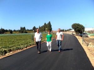 Izquierda Unida comprueba el asfaltado del camino de la Talona.