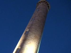 La torre del Faro de Chipiona ya luce su iluminación artística