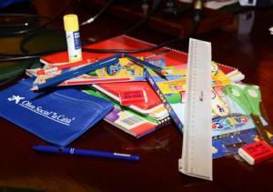 Alumnos de Chipiona en riesgo de exclusión accederán a lotes de material escolar gracias a La Caixa y Diputación de Cádiz