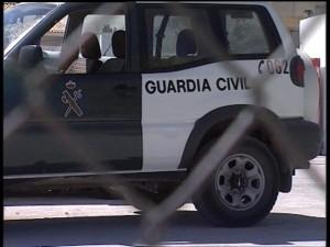 Diputación y Dirección General sustituirán la valla y las puertas exteriores del cuartel de la Guardia Civil de Chipiona