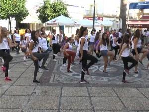 Cuarenta personas participan en la grabación de un flashmobs contra la violencia de género que se difundirá por las redes sociales