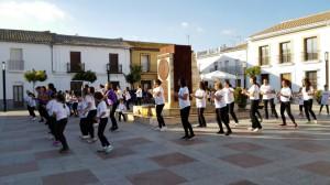 Diputación condena la violencia de género con flashmobs en cinco municipios de la provincia entre los que está Chipiona.