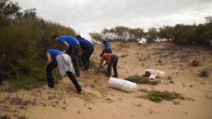 Eriphia vuelve a congregar a un buen número de voluntarios en la sexta edición de las Jornadas de eliminación de la flora invasora