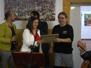 La sociedad chipionera reconoce a José Manuel Valdés sus veinte años de promoción cultural en la Taberna El Chusco