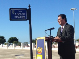 Una calle de Chipiona lleva desde hoy el nombre de Adolfo Suárez.