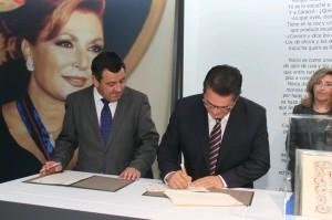 El Presidente de Diputación y el Alcalde de Chipiona firman el convenio para la puesta en funcionamiento del Museo de Rocío Jurado