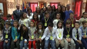 19 Alumnos de cuarto de primaria abordan de los derechos de los niños en un pleno infantil para conmemorar el día de la Constitución