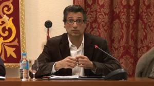 Agustín Lorenzo comunicó en el pleno ordinario de ayer jueves la renuncia a su acta de concejal por motivos personales.