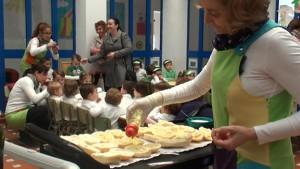 Los centros educativos de la localidad conmemoran el Día de Andalucía con un desayuno andaluz.
