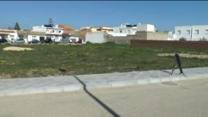 La comunidad parroquial recoge firmas para apoyar la permuta de terrenos para construir una nueva Parroquia en la Alcancía.