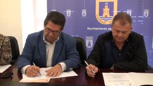 Antonio Peña firma un convenio con la Comunidad de Regantes  para reutilizar las aguas de la depuradora y explotar el acuífero