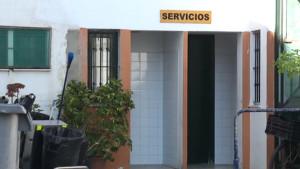 Javier Díaz afirma que los nuevos aseos creados en la Plaza de Abastos permitirán la apertura de los puestos exteriores